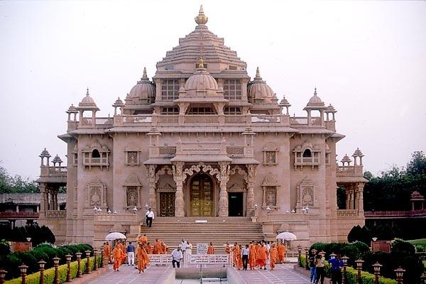 Akshardham-Temple-in-Gandhinagar